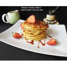 Pancakes cu branza, stafide si sirop de struguri si mar fara zahar